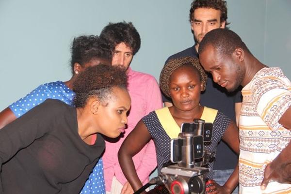 Realizzazione del video One Voice per contrastare le MGF: ci si consulta durante il lavoro