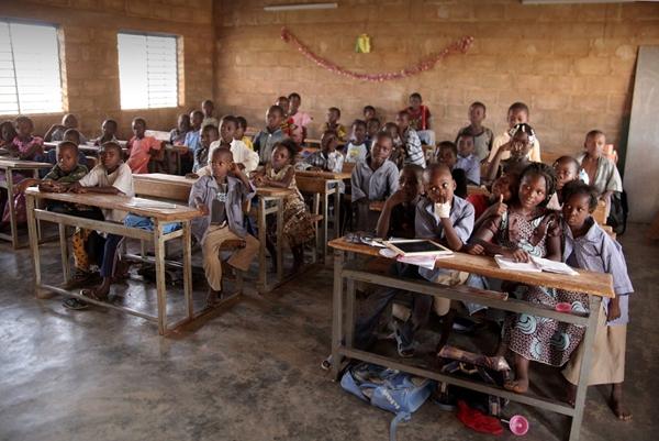 Alcuni bambini del progetto SOS Scuole - Strutture Ora Sicure